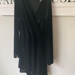 Nwot sz m express belle sleeve black velour dress